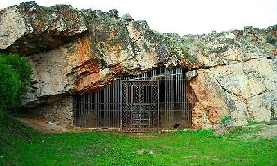 Cueva de Maltravieso (Mario Modesto-Wikimedia Commons).JPG
