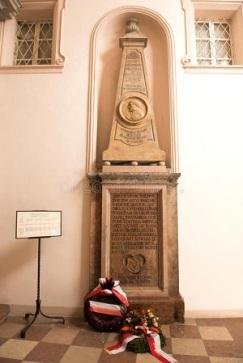 la-tumba-del-médico-famoso-theophrastus-bombastus-von-hohenheim-también-llamada-paracelsus-desde-st-el-cementerio-de-sebastian-29715757.jpg